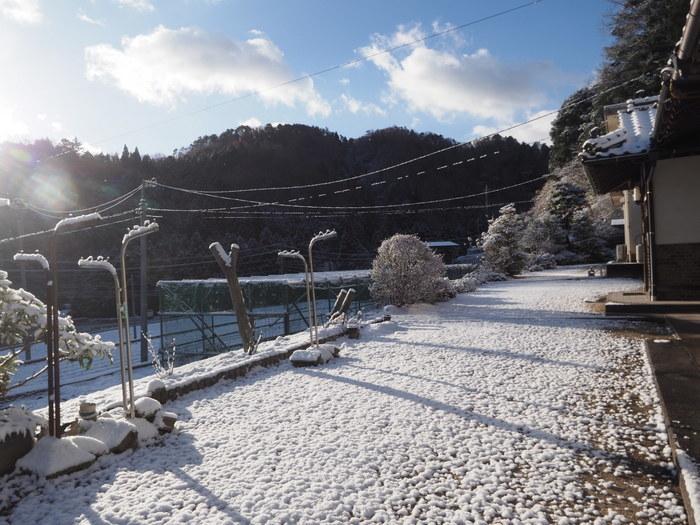 寒山(さぶやま)方面と庭の雪_c0116915_22222807.jpg
