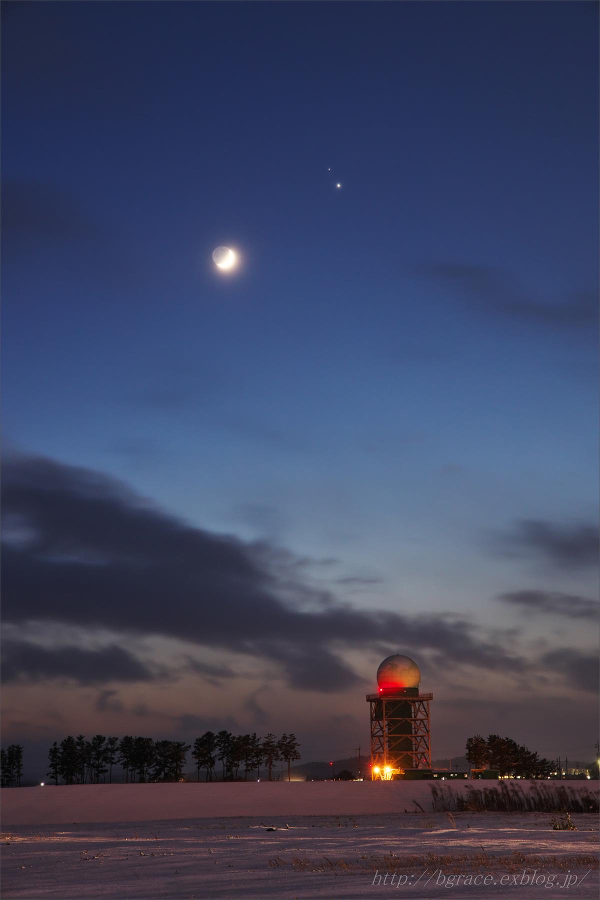 細い月と木星、土星の接近_b0191074_22171222.jpg