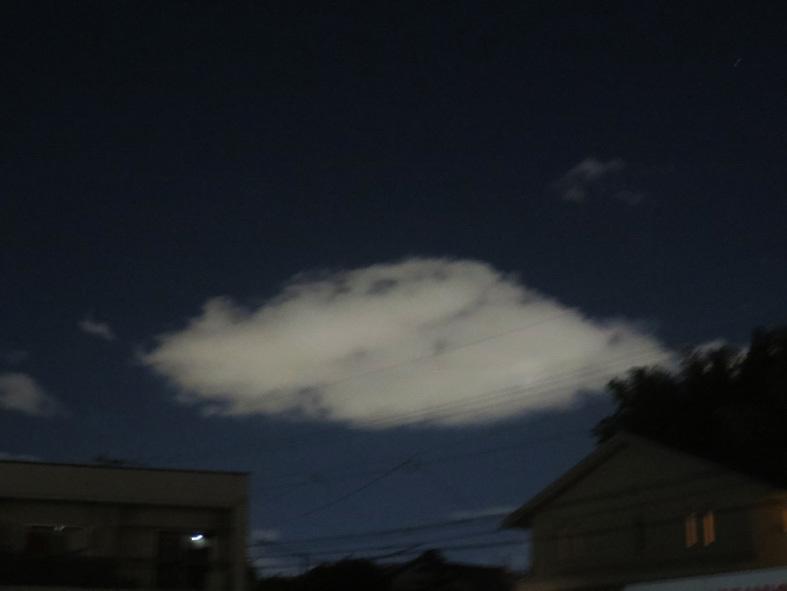 ■「孤独になるには」加藤典洋詩、そして雲と月の居る夕空──週替わりの夕暮れ[12/17・19・20]_d0190217_23023998.jpg