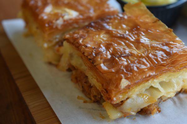 チーズのボレキとひき肉のボレキ。_f0232763_10154172.jpg