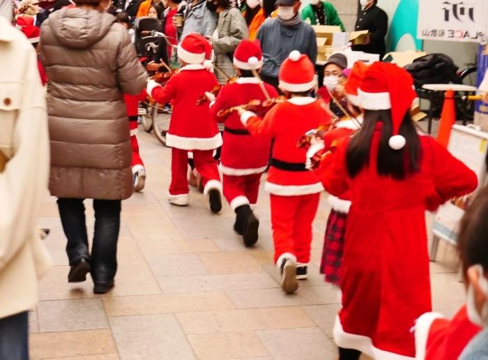 12月のポぽロハスマーケット  ちびっこサンタの行進  2020-12-24 00:00_b0093754_23094241.jpg