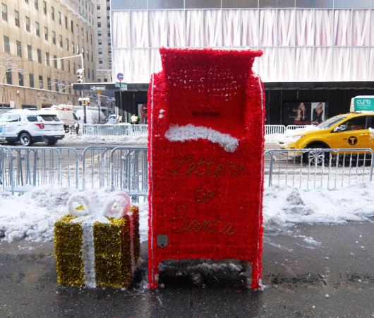 """光る巨大おもちゃでニューヨークの五番街を飾り付け """"Make it Bright"""" campaign 2020-21_b0007805_06200627.jpg"""
