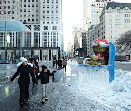 """光る巨大おもちゃでニューヨークの五番街を飾り付け """"Make it Bright"""" campaign 2020-21_b0007805_06243706.jpg"""