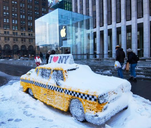 """光る巨大おもちゃでニューヨークの五番街を飾り付け """"Make it Bright"""" campaign 2020-21_b0007805_06253678.jpg"""