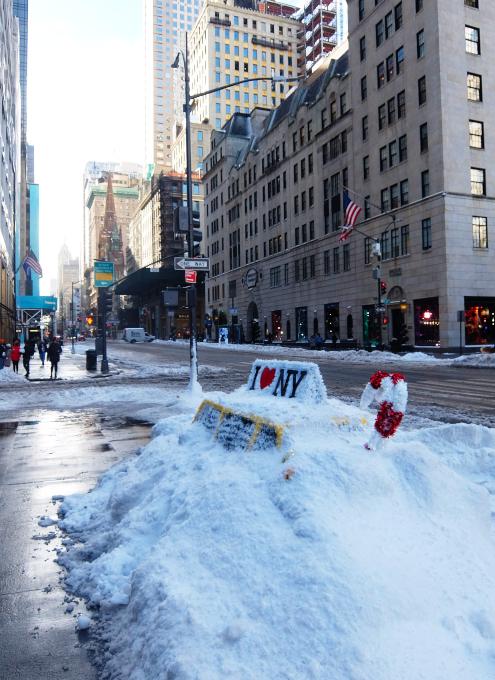 """光る巨大おもちゃでニューヨークの五番街を飾り付け """"Make it Bright"""" campaign 2020-21_b0007805_06260939.jpg"""