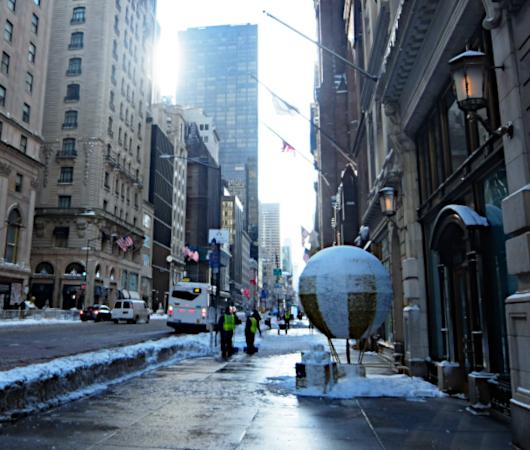 """光る巨大おもちゃでニューヨークの五番街を飾り付け """"Make it Bright"""" campaign 2020-21_b0007805_06280146.jpg"""