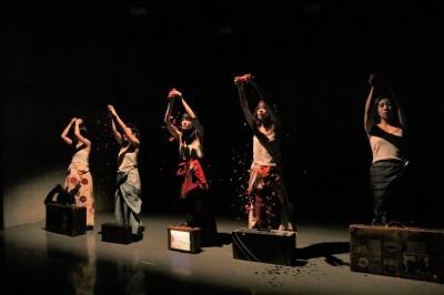今年最後を飾った「ダンスブッリッジ」3組の物語るダンスで幕となる_d0178431_20590612.jpg