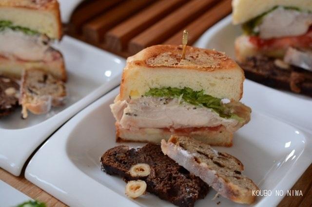 グリエールチーズのパン_f0329586_15423175.jpg