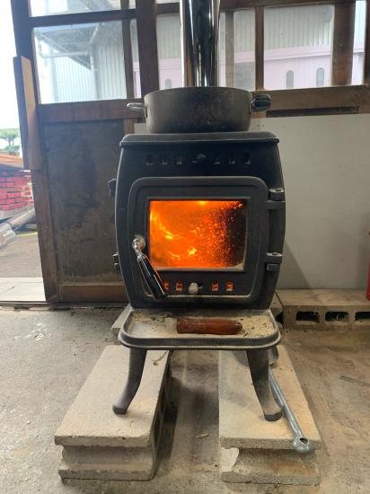 工場のストーブ、煙突新品。初火入れ。_f0053665_20381188.jpg