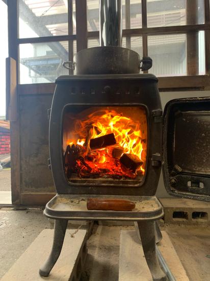 工場のストーブ、煙突新品。初火入れ。_f0053665_20382923.jpg