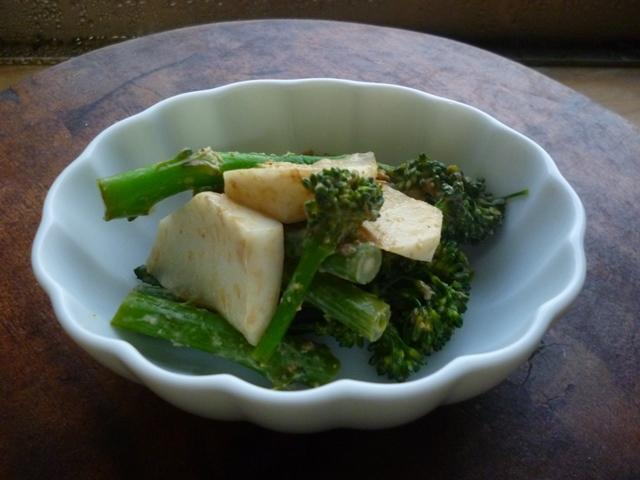 カブとブロッコリーの味噌マヨネーズあえ_a0200624_22383754.jpg
