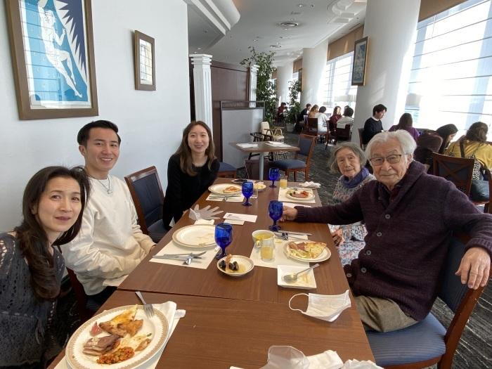 クリスマスは長女一家とインターコンのイタリアンバッフェで_b0084241_20244386.jpeg