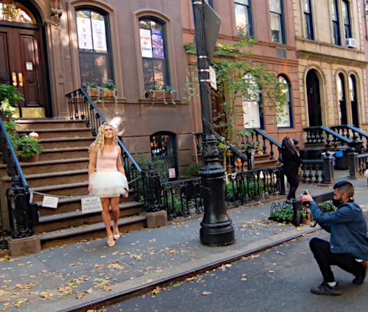 NYお散歩YouTube、『キャリーの家 (SATCロケ地) 前でキャリー姿の方』に遭遇_b0007805_03543307.jpg