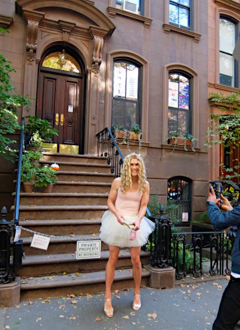 NYお散歩YouTube、『キャリーの家 (SATCロケ地) 前でキャリー姿の方』に遭遇_b0007805_04065190.jpg