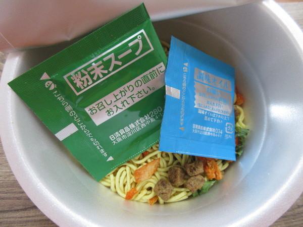 【日清食品】日清デカうま 豚キムチ_c0152767_16495587.jpg