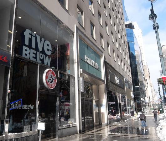 コロナ禍でも成長する米国で注目のお店、Five Below(ファイブ・ビロウ)、ニューヨーク五番街店_b0007805_05100327.jpg
