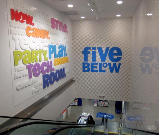 コロナ禍でも成長する米国で注目のお店、Five Below(ファイブ・ビロウ)、ニューヨーク五番街店_b0007805_05110805.jpg