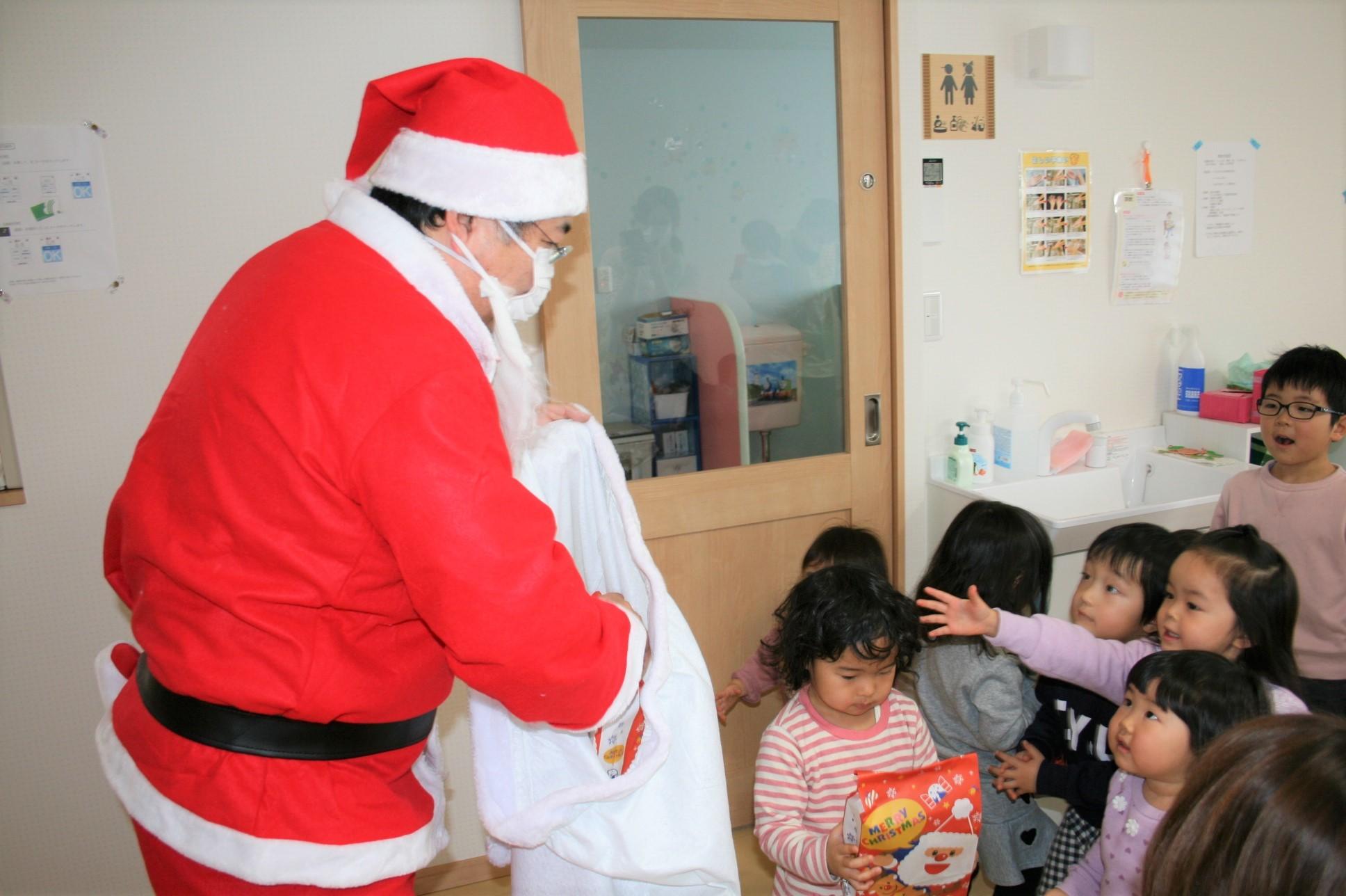 よこて卸町園『クリスマス会』を開催しました。 _f0141477_09463161.jpg