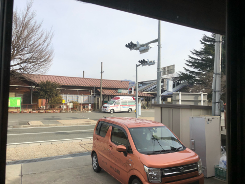 救急車が日野春駅に🚑2台。何かあったのでしよう。年末年始、必ず_d0338282_13241029.jpg