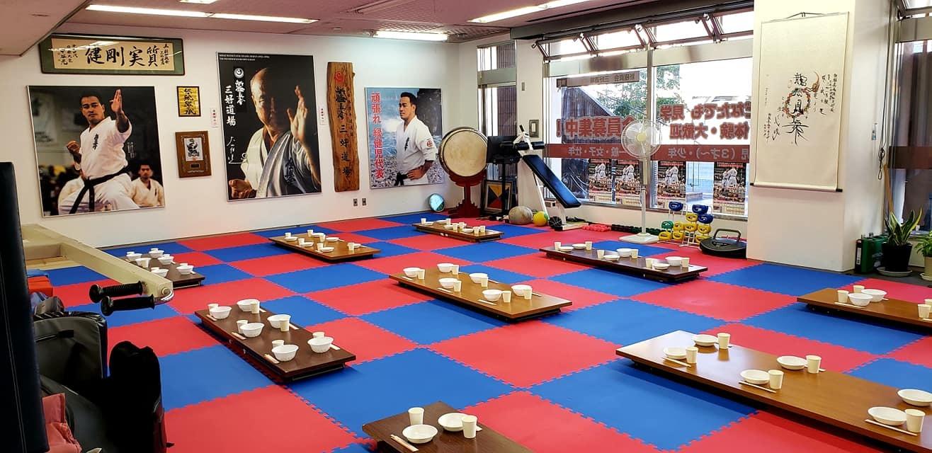 我が盟友奥村日本代表監督迎えて、第100回記念、大山倍達総裁伝統の「鶏の水炊き会」です。_c0186691_14002947.jpg