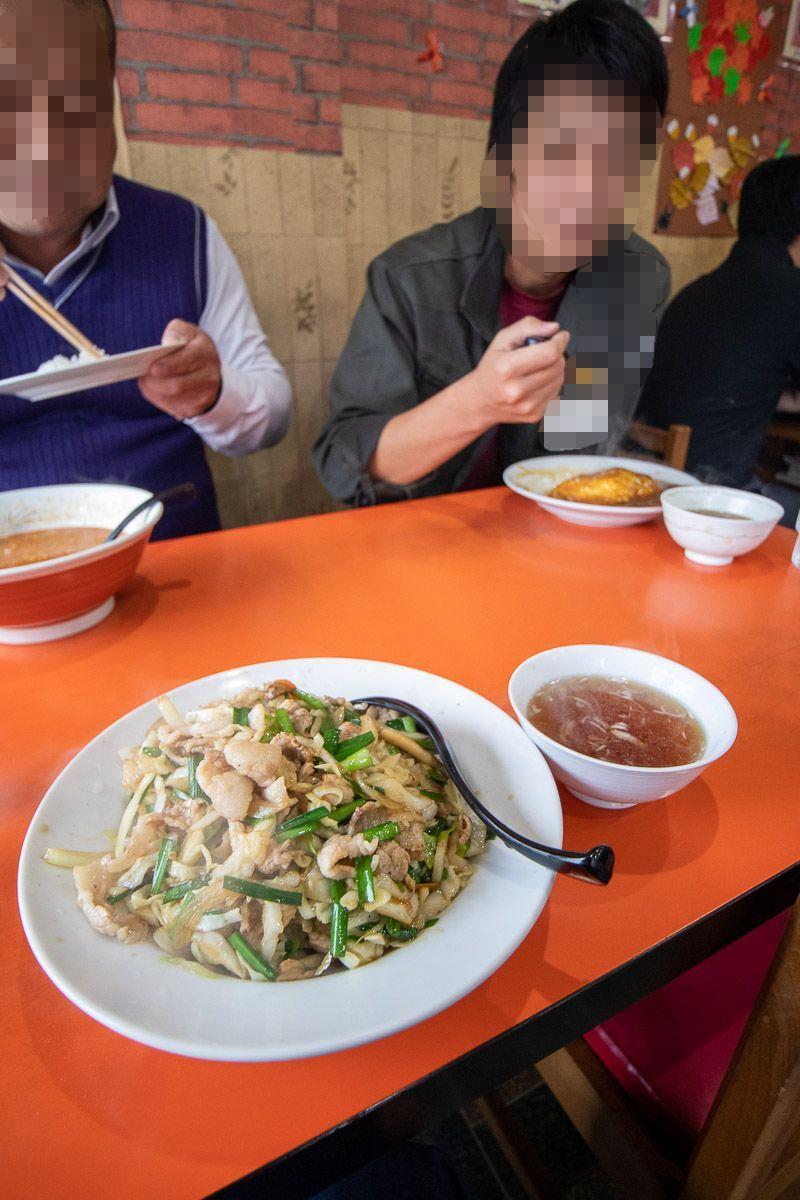 中華料理 天山でブタ丼_a0077663_15484936.jpg