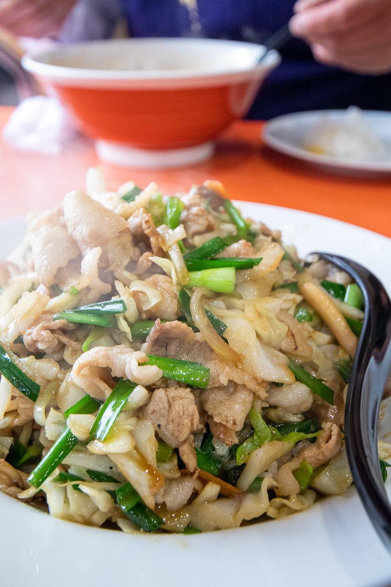 中華料理 天山でブタ丼_a0077663_15485137.jpg