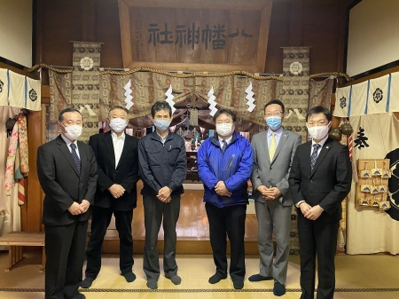 卸センター理事会で初詣に行きました。_f0141477_15125295.jpg