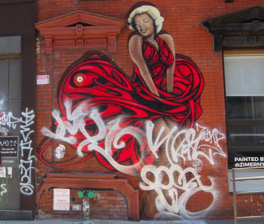 NYにある壁画だらけのザ・リッジ・ホテル(The Ridge Hotel)#TheRidgeWall_b0007805_01011714.jpg
