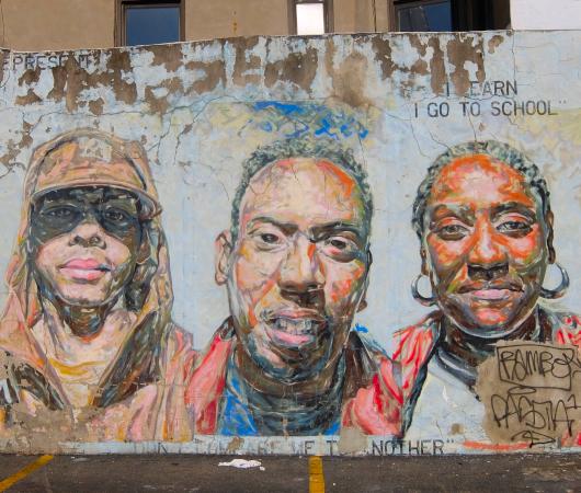 15年以上経ても残るニューヨークの駐車場に描かれた壁画_b0007805_03013356.jpg