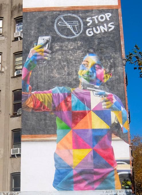 15年以上経ても残るニューヨークの駐車場に描かれた壁画_b0007805_03044156.jpg