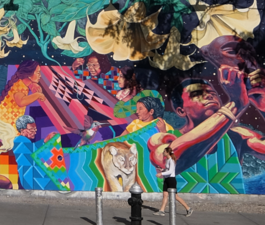 さすがNYで最も有名な壁画スポット、バウリー壁画(Bowery Mural)、横の隙間にもこんな壁画が・・・_b0007805_00441395.jpg