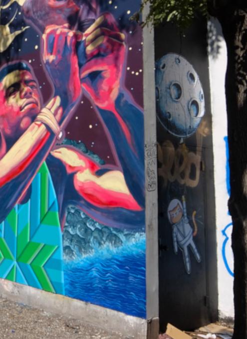さすがNYで最も有名な壁画スポット、バウリー壁画(Bowery Mural)、横の隙間にもこんな壁画が・・・_b0007805_00450007.jpg