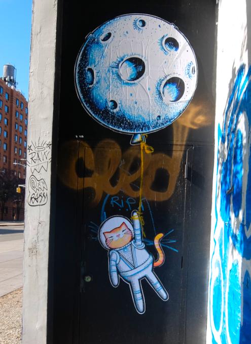 さすがNYで最も有名な壁画スポット、バウリー壁画(Bowery Mural)、横の隙間にもこんな壁画が・・・_b0007805_00451280.jpg
