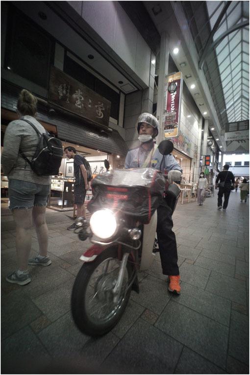 875.02 生き生きと(2020年5月30日ホロゴン15mmF8は勝手知ったる奈良町をのびのび散歩)2 心に音楽を_c0168172_01072605.jpg