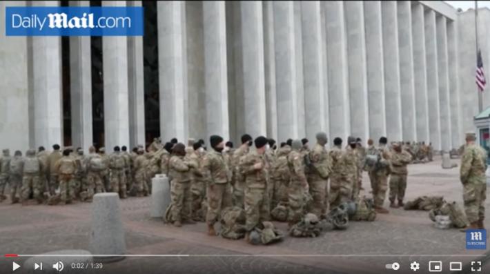【まるでハリウッド映画!?】アメリカから目が離せない!米国首都国会議事堂に集う軍隊の姿はまるでUFOエイリアン襲来に備えるかのようだ!?_a0386130_11162347.png