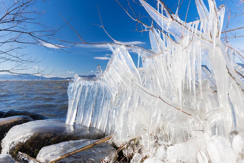 飛沫氷の造形美_f0155048_22231971.jpg