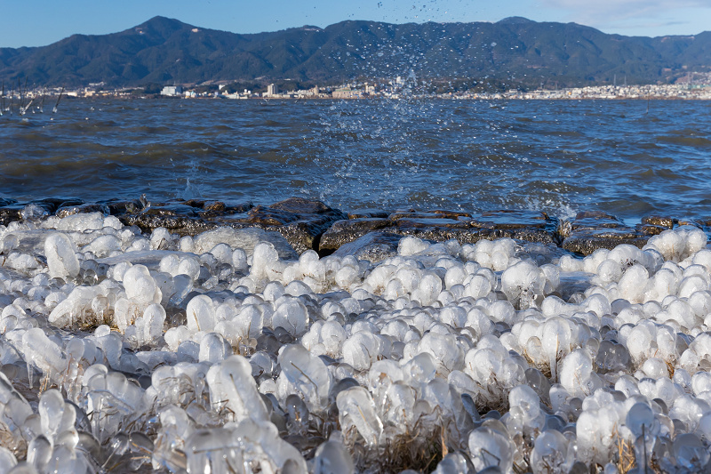 飛沫氷の造形美_f0155048_22313316.jpg