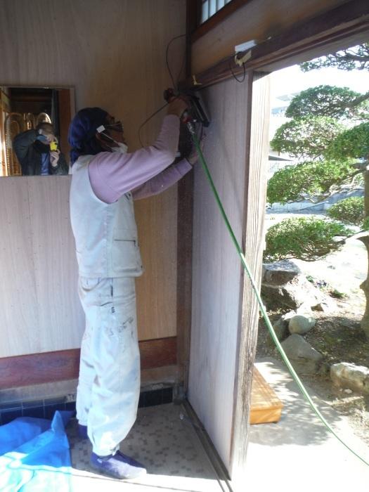 玄関の内装工事 ~ 母屋の玄関壁の板張り。_d0165368_08151321.jpg