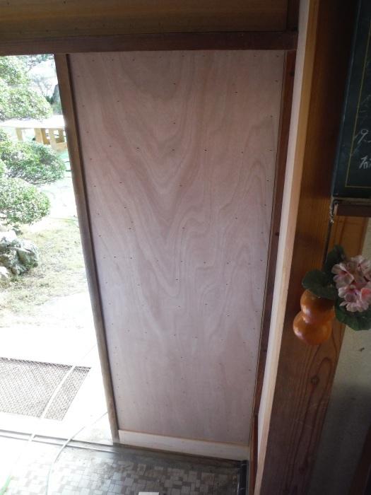 玄関の内装工事 ~ 母屋の玄関壁の板張り。_d0165368_08160155.jpg
