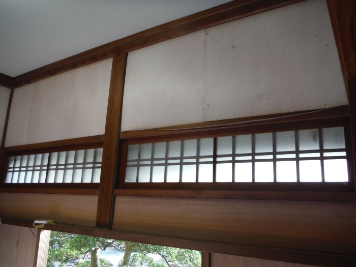 玄関の内装工事 ~ 母屋の玄関壁の板張り。_d0165368_08162087.jpg