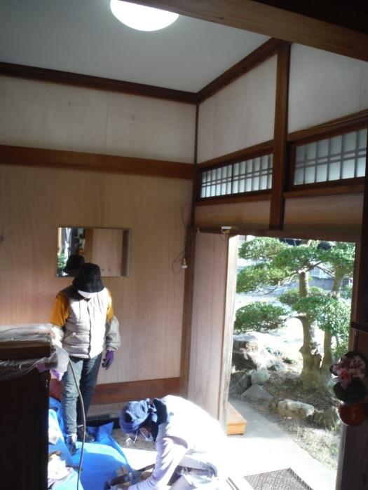玄関の内装工事 ~ 母屋の玄関壁の板張り。_d0165368_08175432.jpg
