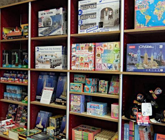 テネメント・ミュージアムで見かけたニューヨークっぽい雑貨やおもちゃ_b0007805_06510573.jpg