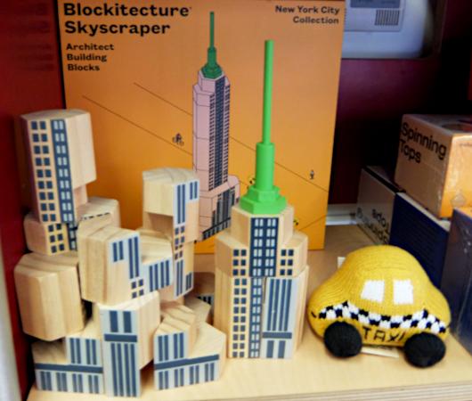テネメント・ミュージアムで見かけたニューヨークっぽい雑貨やおもちゃ_b0007805_06523536.jpg