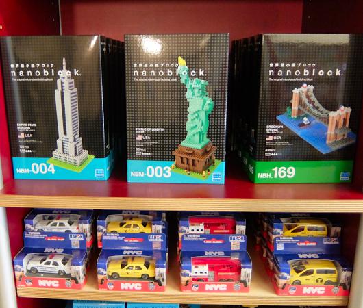 テネメント・ミュージアムで見かけたニューヨークっぽい雑貨やおもちゃ_b0007805_06524590.jpg