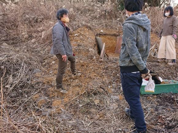 穴・階段作業とゲリラ新年会_e0156224_17001403.jpg