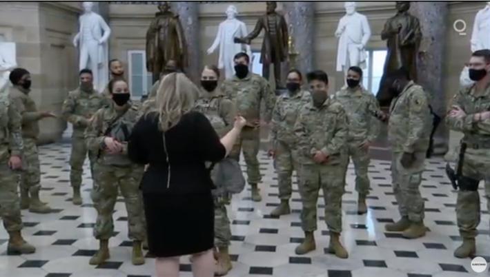 【まるでハリウッド映画!?】アメリカから目が離せない!米国首都国会議事堂に集う軍隊の姿はまるでUFOエイリアン襲来に備えるかのようだ!?_a0386130_11015918.png