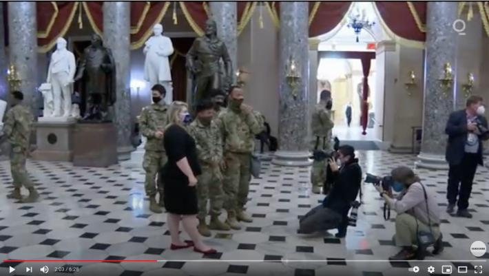 【まるでハリウッド映画!?】アメリカから目が離せない!米国首都国会議事堂に集う軍隊の姿はまるでUFOエイリアン襲来に備えるかのようだ!?_a0386130_11073260.png