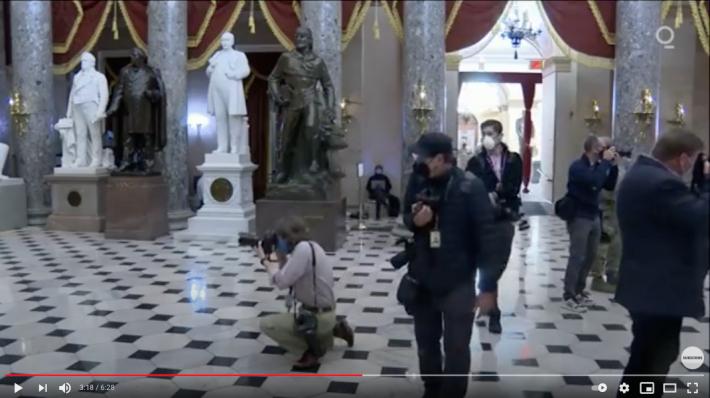 【まるでハリウッド映画!?】アメリカから目が離せない!米国首都国会議事堂に集う軍隊の姿はまるでUFOエイリアン襲来に備えるかのようだ!?_a0386130_11074215.png