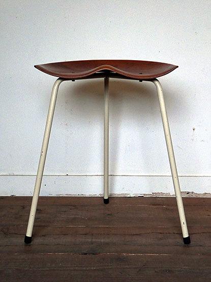 Astor Glibstrup 3 legs stool_c0139773_17372629.jpg
