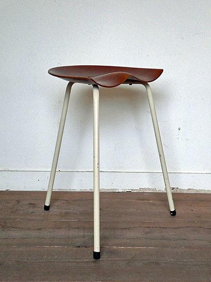 Astor Glibstrup 3 legs stool_c0139773_17373535.jpg